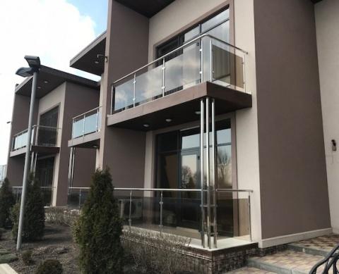 Балконные ограждения со стеклянным заполнением
